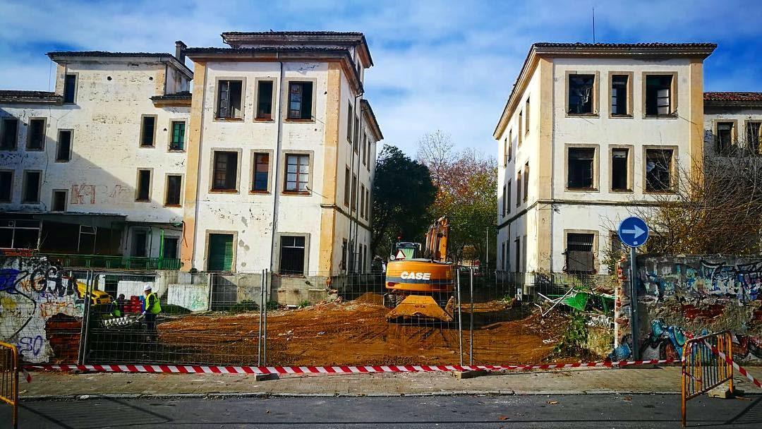 Comienzan las obras de rehabilitación de los pabellones militares, que serán convertidos en una moderna residencia geriátrica con cargo a los fondos europeos FEDER-DUSI