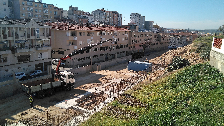 Avanza la construcción,  financiada por el FEDER-DUSI, de un aparcamiento público en Plasencia con 302 plazas