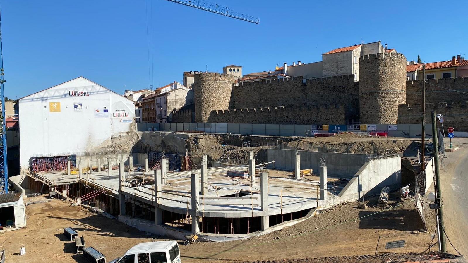 Avanzan las obras del nuevo aparcamiento de la calle Eulogio González de Plasencia, financiado por el FEDER-DUSI