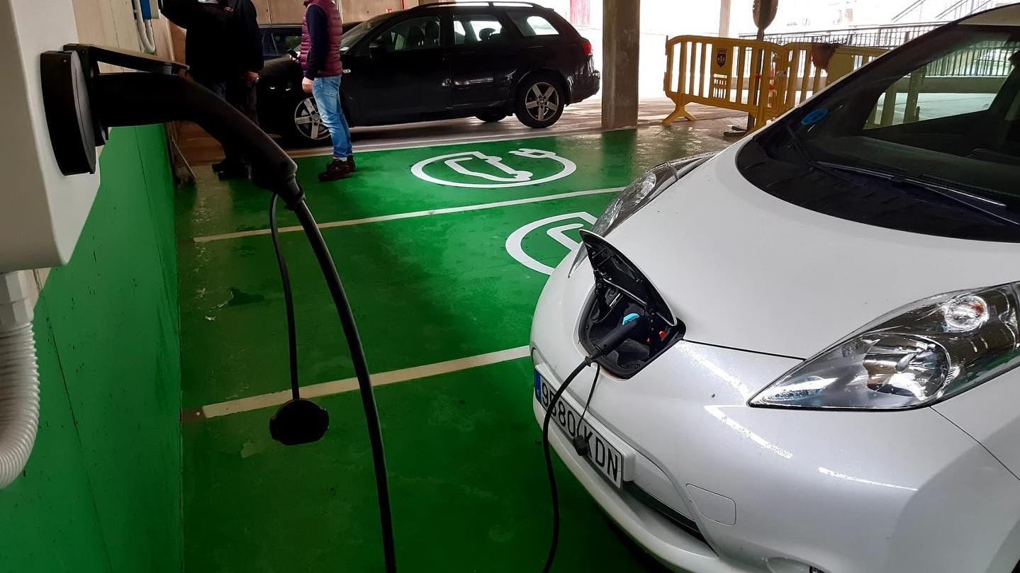 Plasencia suma ocho nuevos puntos para recarga de vehículos eléctricos, financiados por el FEDER-DUSI